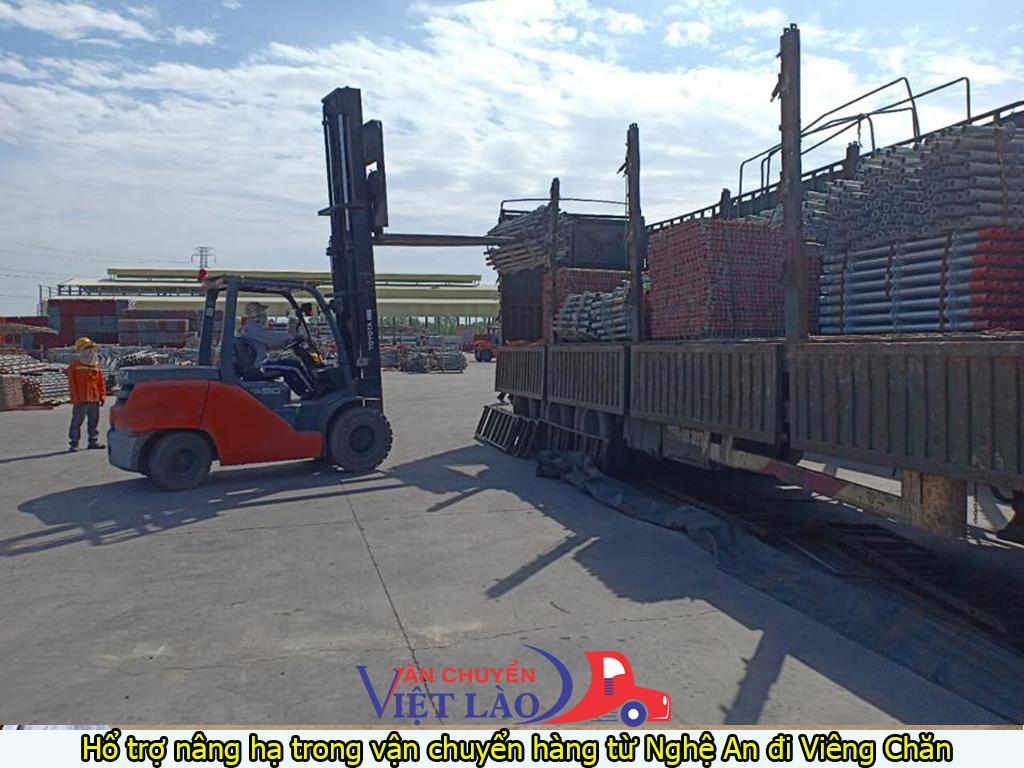 Hổ trợ nâng hạ trong vận chuyển hàng từ Nghệ An đi Viêng Chăn
