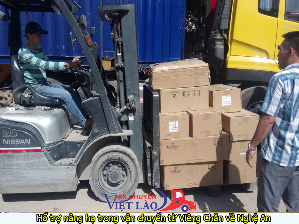 Hổ trợ nâng hạ trong vận chuyển hàng từ Viêng Chăn về Nghệ An