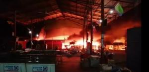 Cháy chợ Pắc Xăn