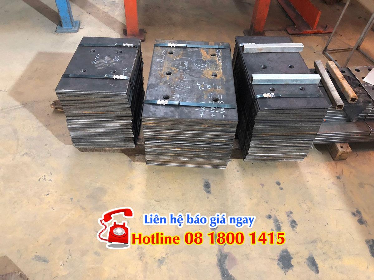 Hàng sắt được ghép gửi đi Vieng Chăn