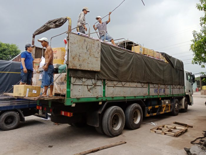 Chuyển hàng hỏa tốc đi Lào