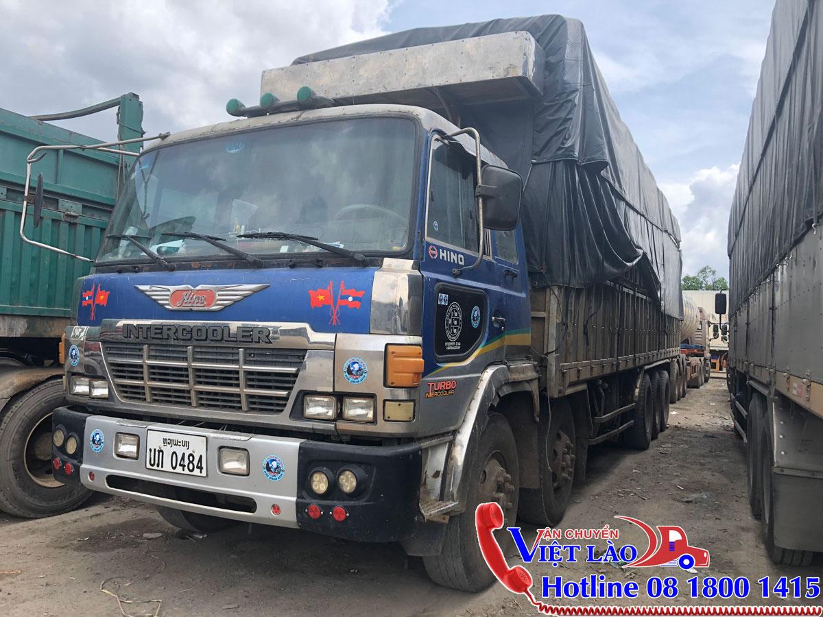 Xe tải chuyển hàng hóa từ Hà Nội đi Vientiane