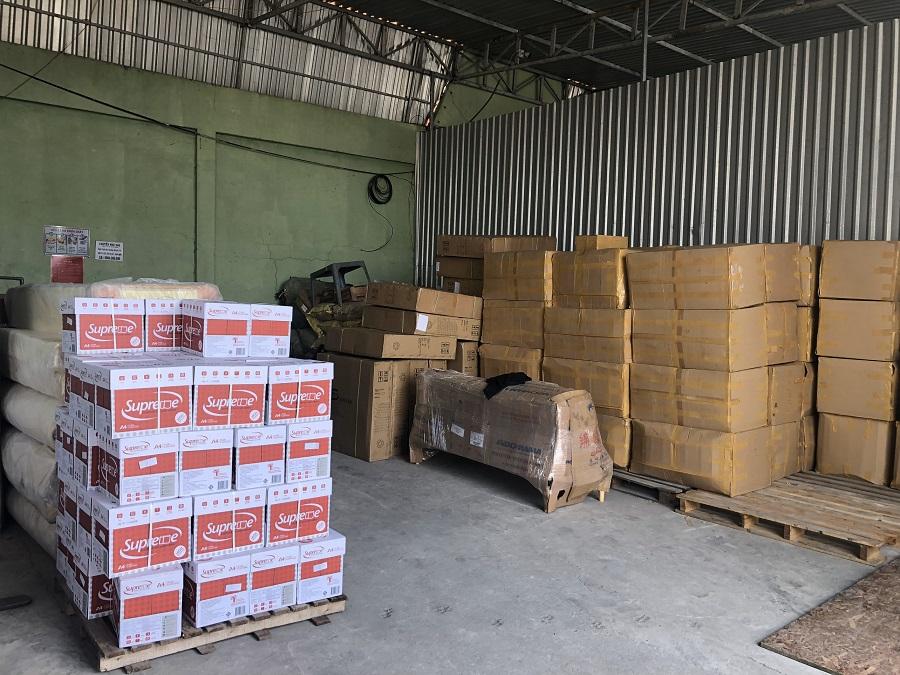 Xe chuyển hàng đi Lào ở Hà Nội