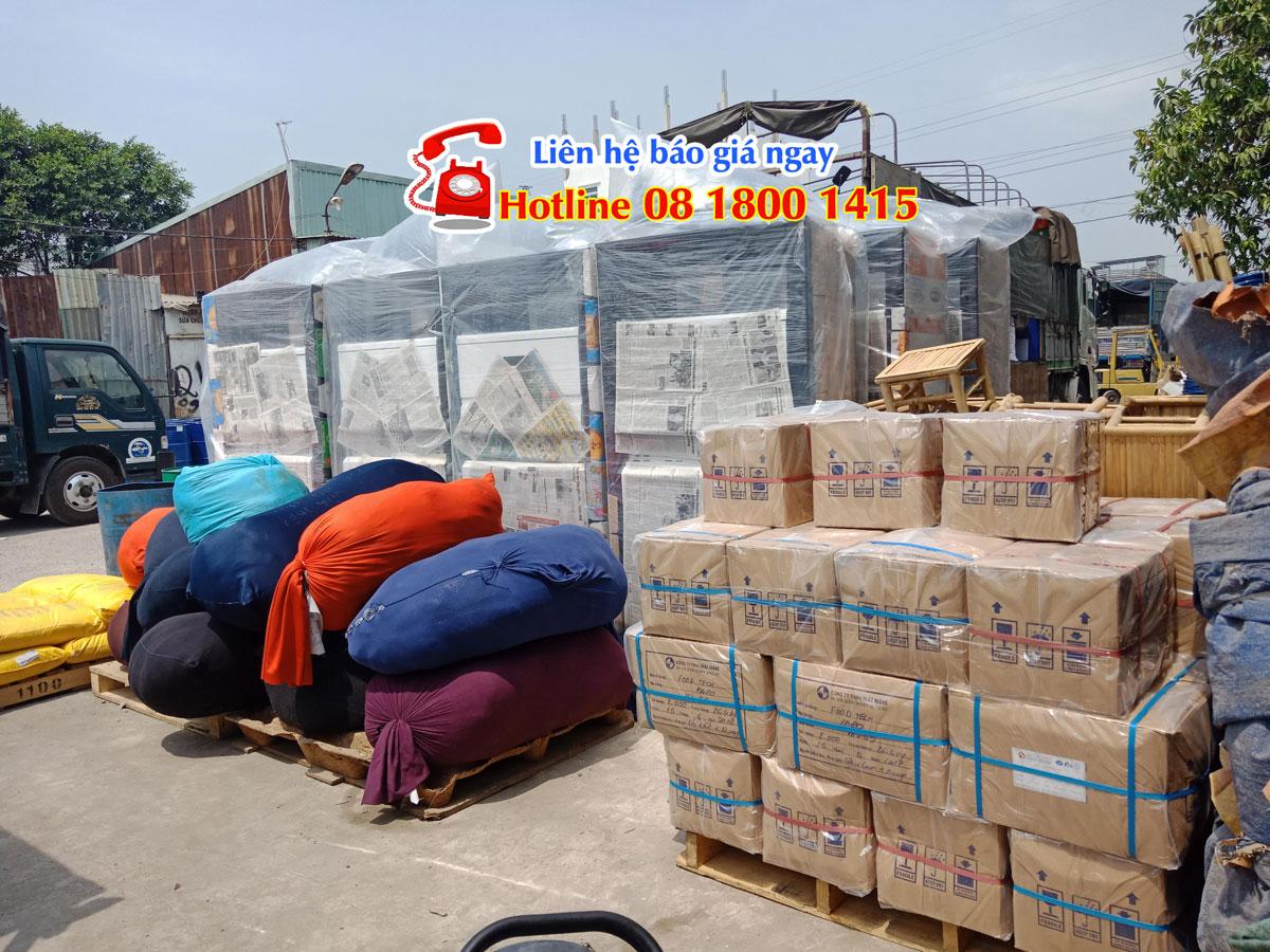 Hàng hóa được vận chuyển đi Takeo
