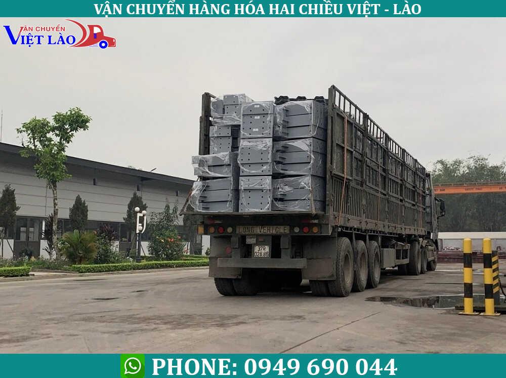Van-chuyen-sat-thep-sang-Lao
